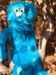 בובת מפלצת כחולה